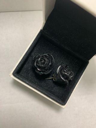 Rose Black Earrings