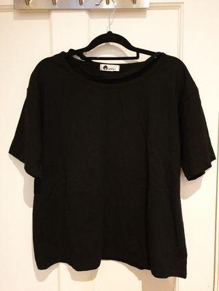 [SIZES UK: 8] Black T-shirt