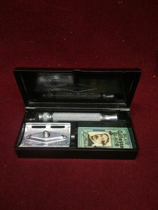 ANTIQUE GILLETTE ENGLAND BAKELITE BOX