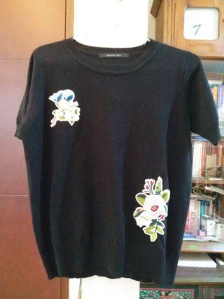 Black knit flowers embroidered top