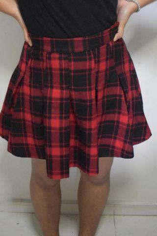 🚚 Red and Black Plaid Skirt