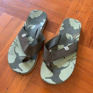 Size L US 9-10 42-44 gio jeans co. slippers slipper flip flops flips flop shoes shoe beach swim swimming sea holiday travel traveling 拖鞋 綠色 舒服 沙灘 游水