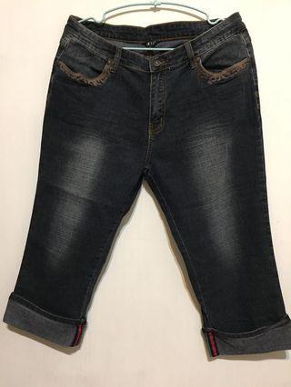 🚚 Q比小舖~二手刷白七分反折牛仔褲