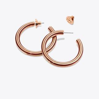 TORY BURCH T-STRETCH HOOP EARRINGS (TUSCAN WINE / ROSE GOLD)