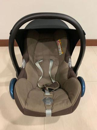 🚚 Maxi Cosi Car Seat - Brown