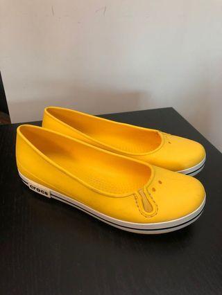 黃色Crocs 膠鞋