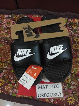 Nike Benassi JDI Size 8