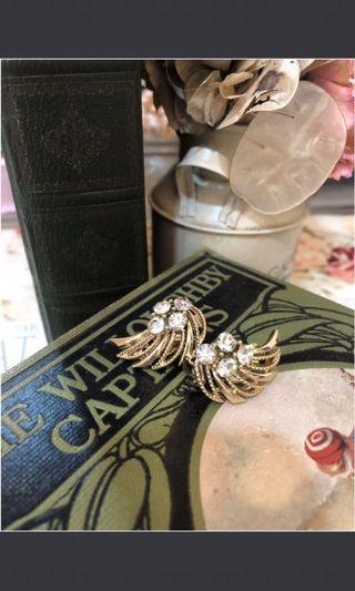 J&J 設計師設計古董收藏品/ 古董飾品/ from Unite Kingdom 限量款 夾式超美耳環