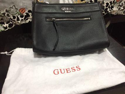 🚚 Black beautiful Guess sling handbag