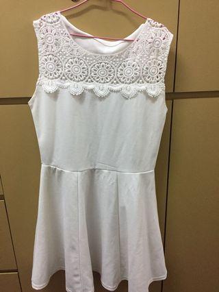 白色連身裙
