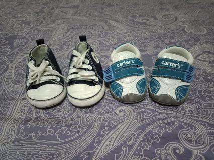 Set baby shoes