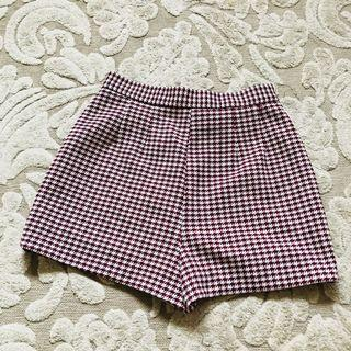 Vintage small houndstooth shorts maroon white fits like a size 8