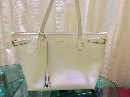 Samantha Thavasa 白色皮袋A4 size
