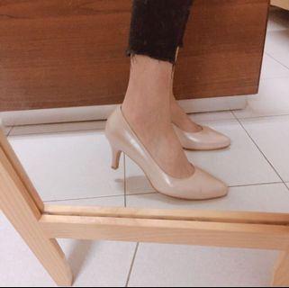 MAGY裸色微珠光高跟鞋