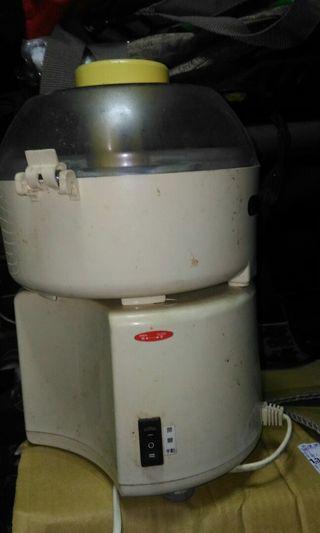 功能正常的榨汁機一台一