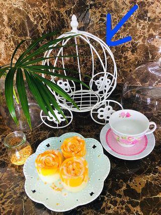 🚚 Victorian carriage basket/display (white metal)