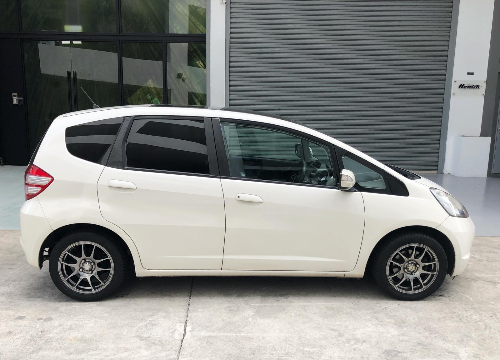 HONDA FIT SKYROOF 1.3a save petrol CHEAP PHV/PERSONAL CAR RENTAL (GOJEK & GRAB READY) chepest rental car