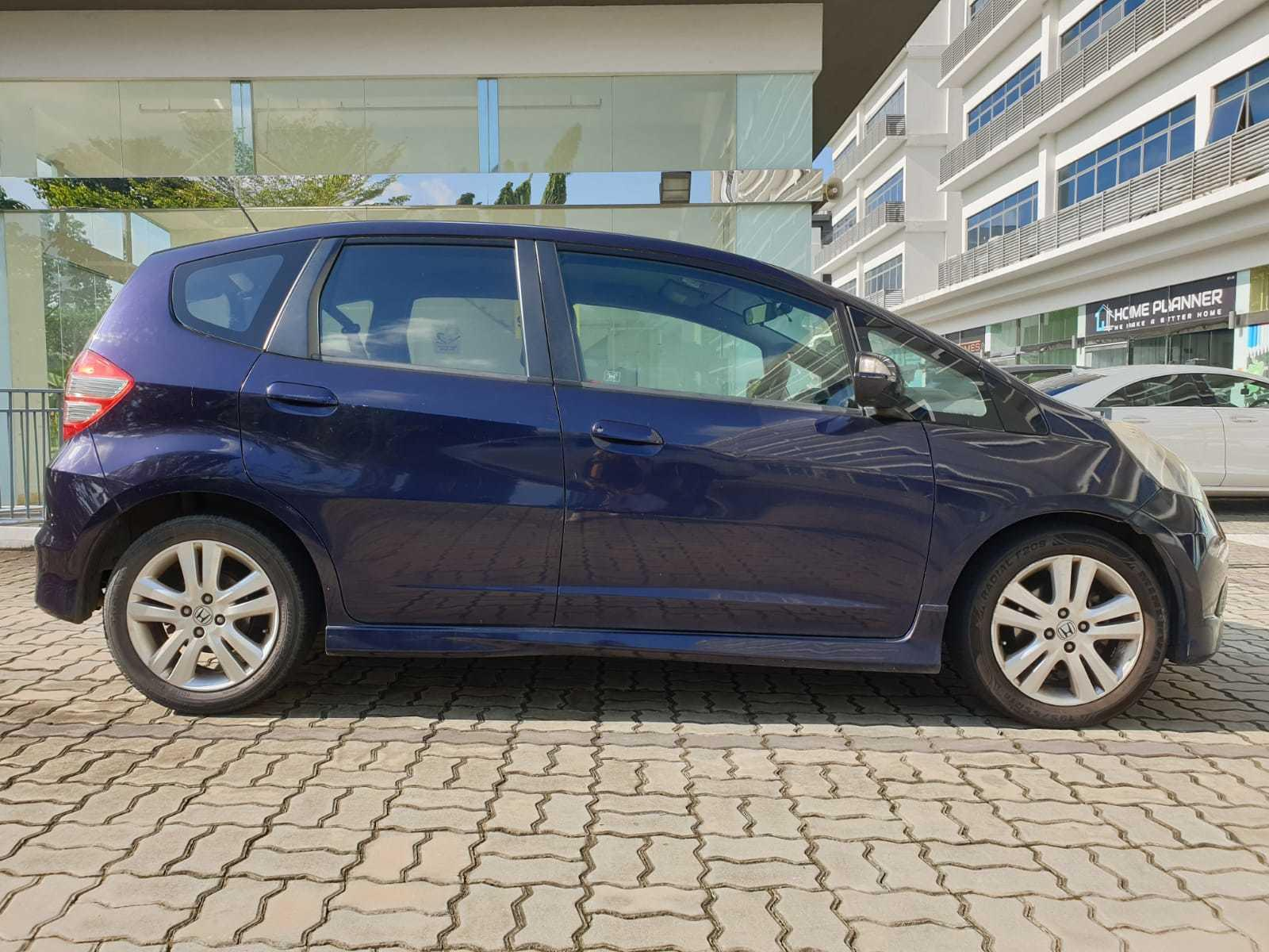 Honda Jazz 1.5A @ Best rates, full servicing provided!