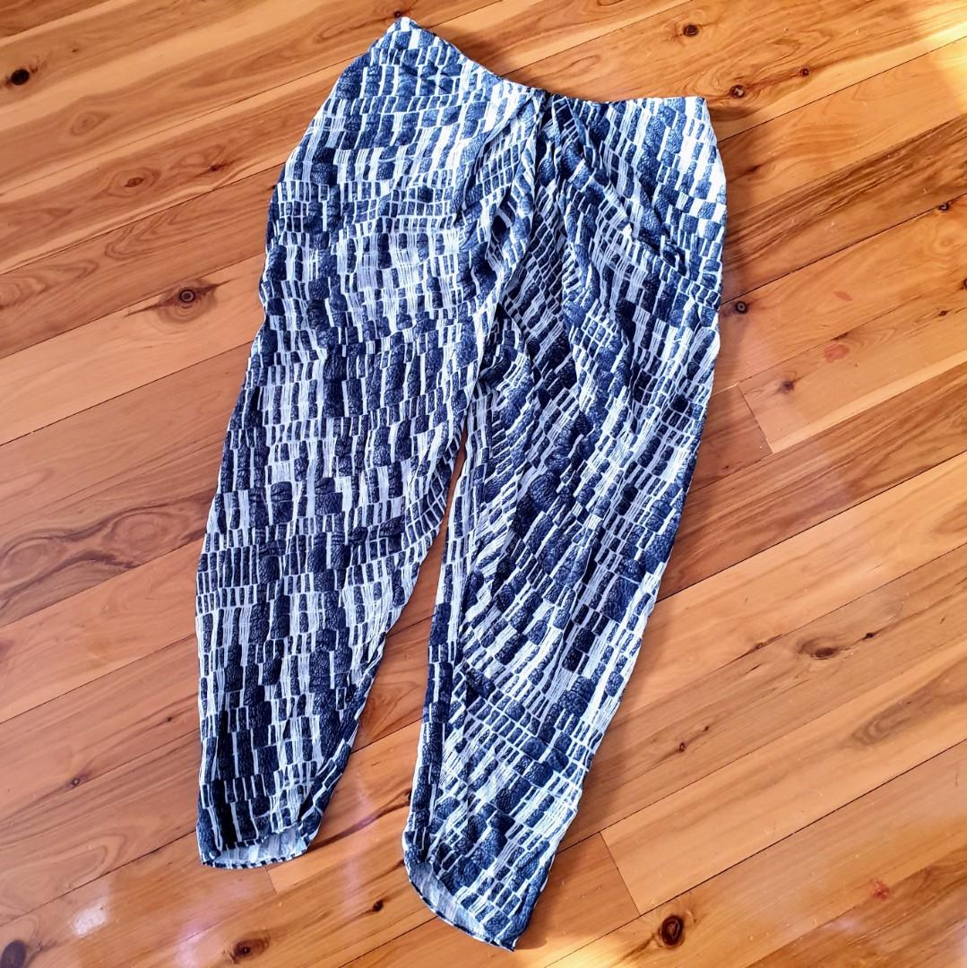 Women's size 10 'WILLOW' Stunning black and cream relaxed silk pants - AS NEW