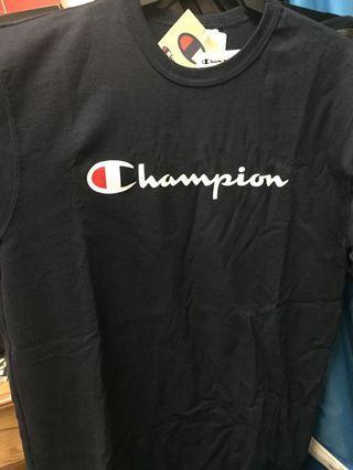 🚚 半價 Champion 草寫 原價980  冠軍logo T 衣服 版偏大 全新 L