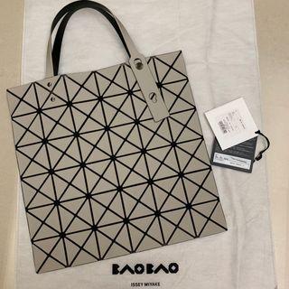 三宅一生 BaoBao 手提包 6*6 霧面米灰色 狀況十分良好近全新 購買於高雄漢神巨蛋