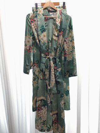 Super trendy 2 piece ZARA floral pants and