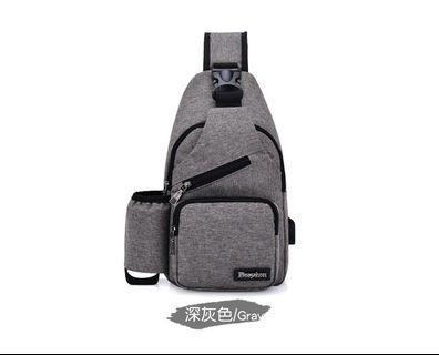 【Q夫妻】Sling Bag 韓版USB款帆布單肩胸包 深灰色 #B0004-1