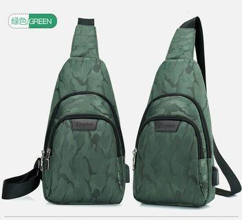 🚚 【Q夫妻】Sling Bag 迷彩 連接USB充電接口 帆布包 斜背包 斜跨包 單肩包 手提包 綠色  #B0018-3