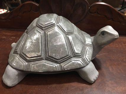 Silver Turtle table topper