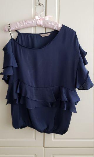 深藍色上衣 blue top