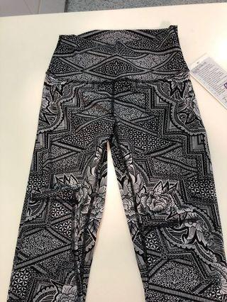 🚚 Lululemon Wunder Under Crop size 6 drop down price