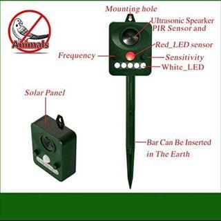 🚚 Outdoor Solar Powered Ultrasonic and Weatherproof Animal & Bird Repeller with PIR Sensor Protect Your Lawn Garden (M2253)