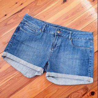 Women's size 14 'WITCHERY' Gorgeous blue denim shorts- BNWOT