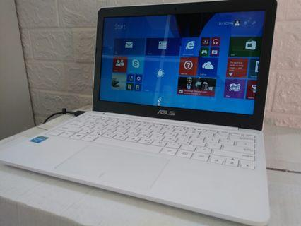 Asus Thin&slim 12.5inch/white color/windows 8