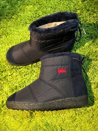 🚚 [二手品九成新]韓國🇰🇷皇冠防水鋪毛輕羽絨雪靴 短筒雪靴  冬季出國必備 現貨優惠一組
