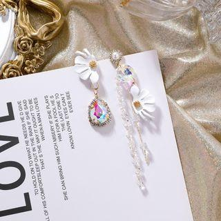 {朵朵韓飾} B2843 韓國直送(正韓)-925銀針 甜美復古珍珠花朵水晶不對稱流蘇耳環