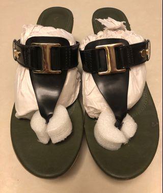 VNC Black & Green Platform Sandals