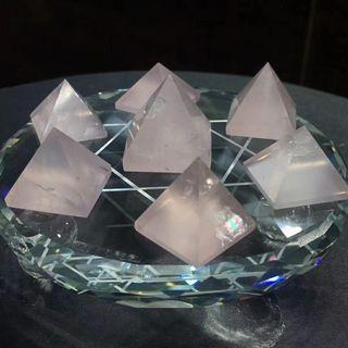 粉水晶金字塔