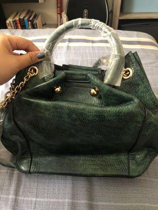 🚚 Green snake leather bag
