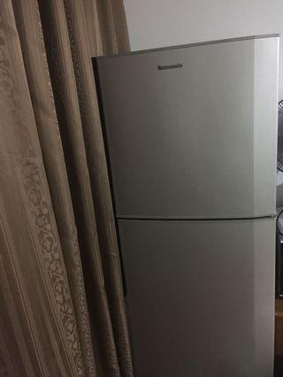 Refrigerator fridge