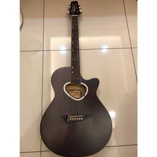木吉他,二手7成新,知名樂器行阿通伯購入,便宜賣1900元