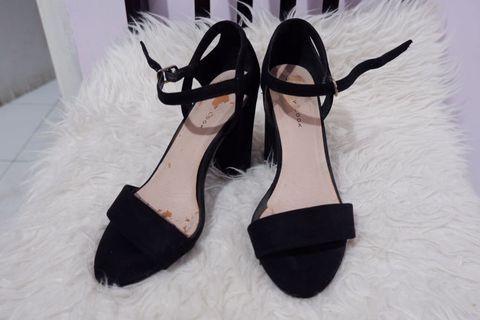 New look heels sandals black