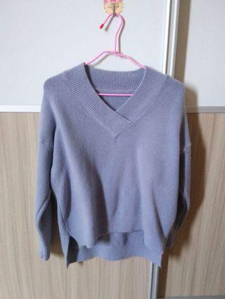 V領藍紫色羊毛前短後長保暖毛衣