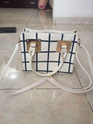 Sling bag motif kotak