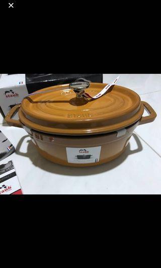 Staub Cocotte Oval 23cm 鑄鐵鍋 Staub Made in France 10年保用 10年保養