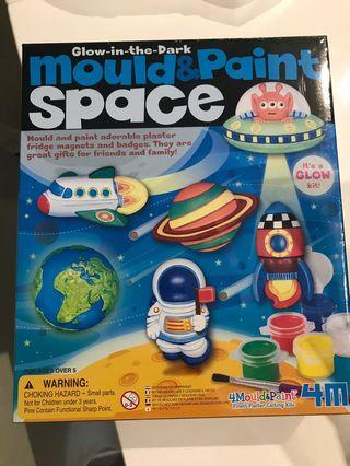 🚚 Mould and paint space: children craft gift