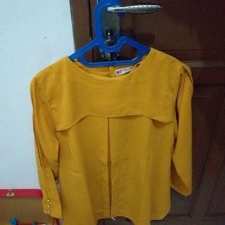 Atasan warna kuning