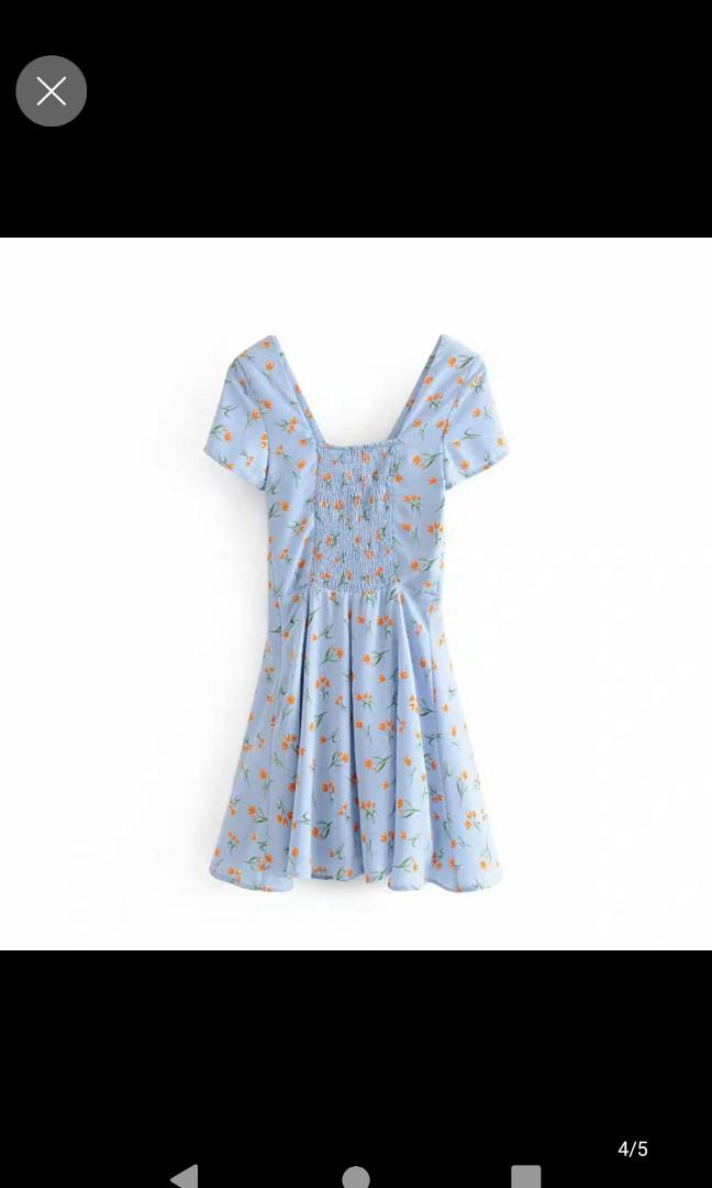淺藍色碎花連身裙