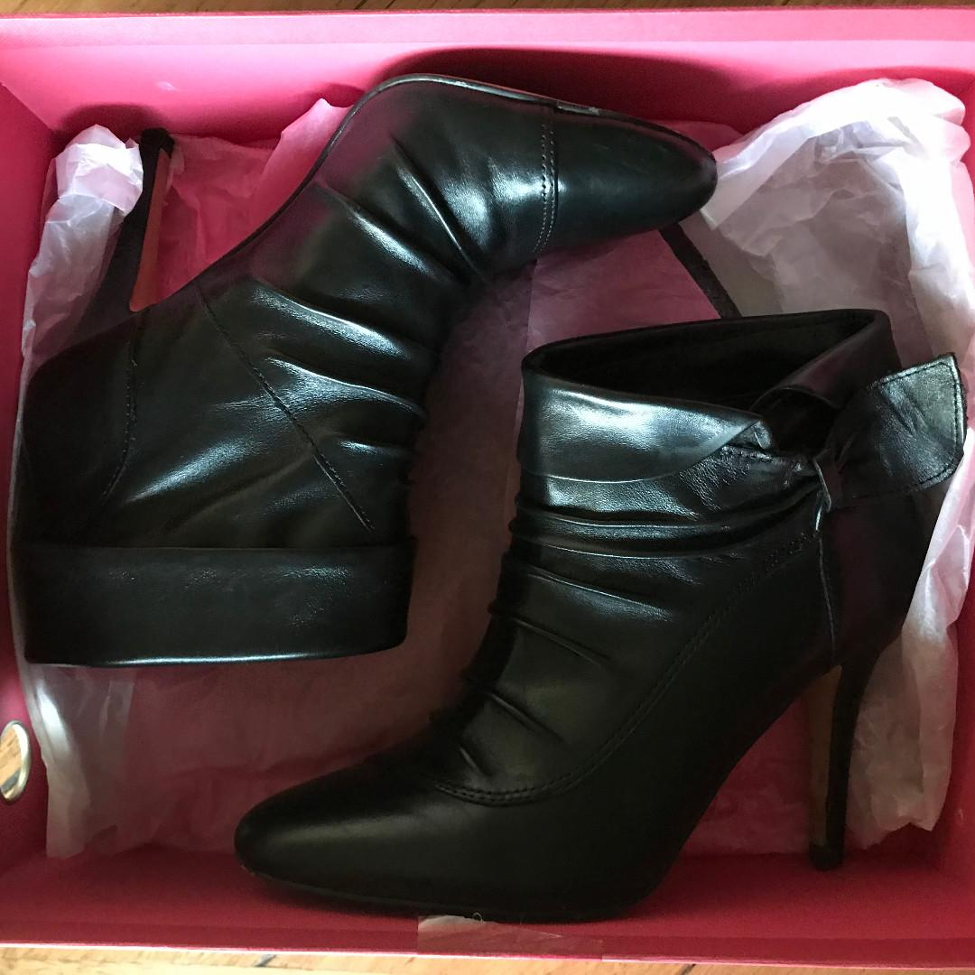 """Bonbons Black """"Glamour"""" Leather Tie Heeled Ankle Boots Size 6 1/2 rpp$100"""