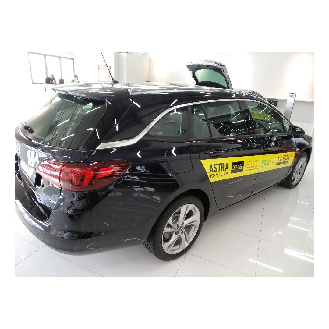 Opel Astra 1.4L Turbo Diesel with Gojek Rebate - Superb fuel economy, comfortable continental drive, HUGE boot space!!
